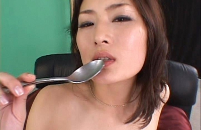 Risa Murakami Asian doll fondles her pussy after a fucking