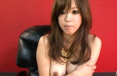 Emiri Senoo Asian beauty enjoys poking her hairy pussy with a dildo