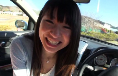 Rio Ogawa gives blowjob in the car for her boyfriend