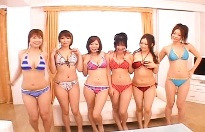 Japanese AV models enjoy giving excellent blow jobs
